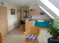 Eingangsbereich mit Küche und Esstheke